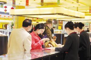 在一些景区,也有游客主动购物,但都是自行前往购物场所。记者杜文蕾摄