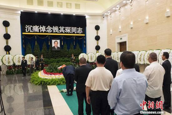 5月18日,中国原国务委员、国务院原副总理钱其琛的送别典礼在北京八宝山反动公墓举办。钱其琛因病于5月9日在北京去世,享年90岁。中新社记者 侯宇 摄