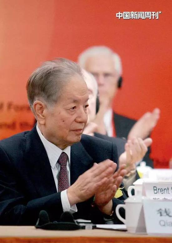 2009年1月12日,纪念中美建交30周年研讨会在北京开幕,钱其琛出席开幕式并致辞。图|中新