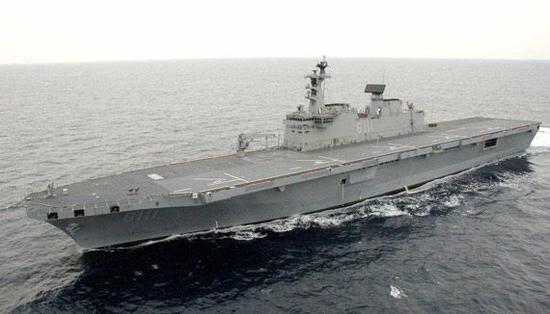 """资料图:韩国海军""""独岛号""""运输舰"""