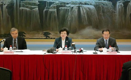 李斌主任在第70届世界卫生大会中国代表团记者会上回答记者提问