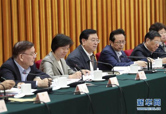 5月22日,中共中央政治局常委、全国人大常委会委员长张德江在北京主持召开全国人大常委会固体废物污染环境防治法执法检查组第一次全体会议。新华社记者 庞兴雷 摄