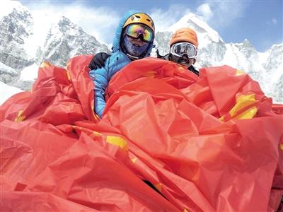 谭波涛在从加德满都前往珠峰大本营的途中留影