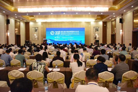 """5月20日,主题为""""环境质量改善与环境科技创新""""的第六届中国环境院所长论坛在广西自治区桂林市召开。"""