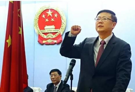 陈吉宁作宪法宣誓