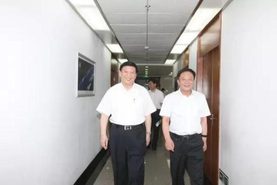 国土资源部部长姜大明(左)和国土资源部党组书记孙绍骋合影。