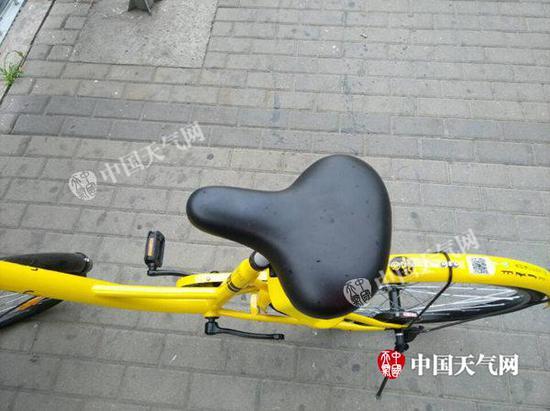 6月2日凌晨,北京海淀中关村邻近有雨点洒落。
