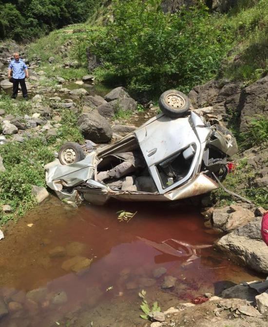 陕西通报镇巴8死2伤车祸原因:无证驾驶超员载人