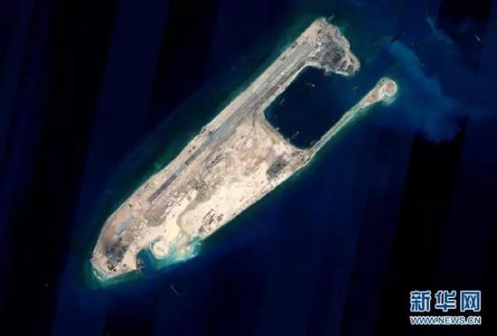 中国官方发布永暑礁完成陆域吹填工程后卫星图片。