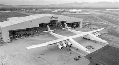 天下首架巨型双身飞机出库亮相。泉源:美国太空新闻网