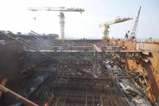 △正在施工的杨泗港长江大桥