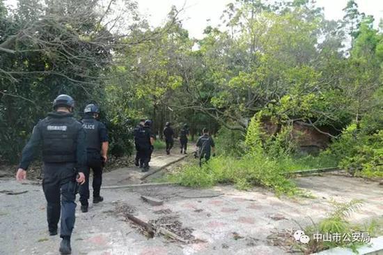 中山警方突击搜索。