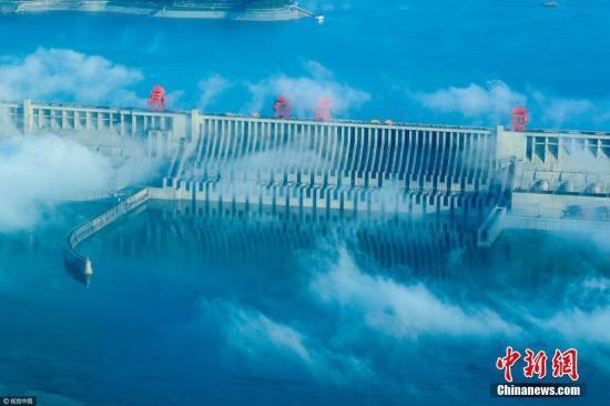 航拍雨后的三峡工程。 文振效 摄 图片来源:视觉中国