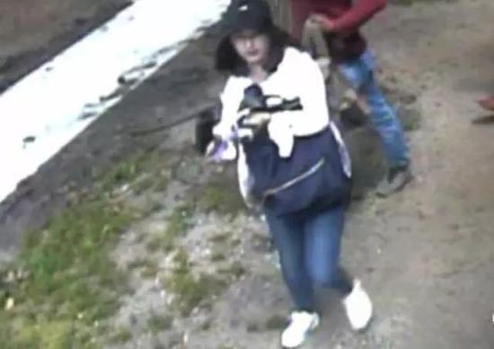 △伊利诺伊大学警方公布的章莹颖最后一次出现的影像资料。