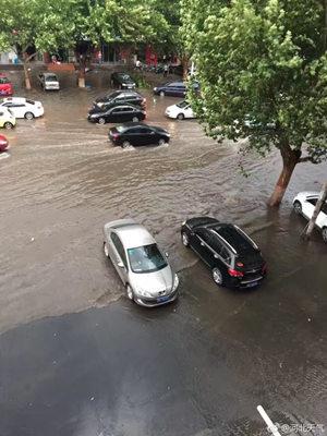 (19时左右,河北石家庄降雨过后个别街道现积水。图片来源:河北天气)