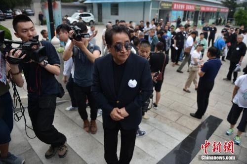 姜昆现身悲悼会。 中新网记者 金硕 摄