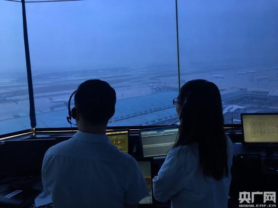 都城机场塔台控制室运转现场