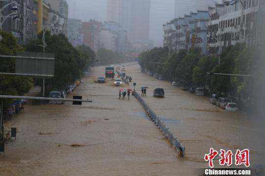 铜仁市碧江区遭受暴雨袭击 碧江电视台供图 碧 摄
