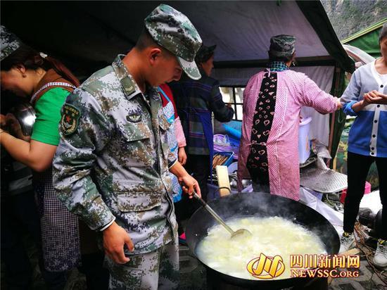 王昊帮助煮饭