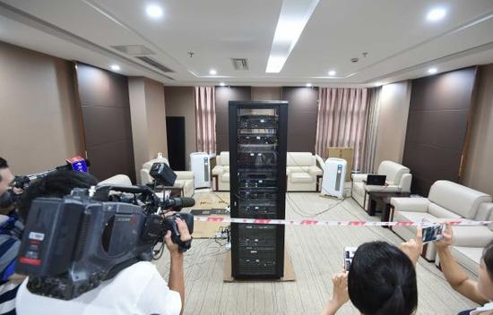 材料图:成都人工智能呆板人挑衅往年高考数学 新华社记者薛玉斌摄