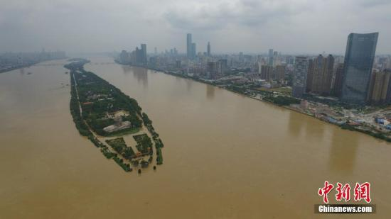 图为长沙橘子洲观光台被淹。中新社记者 杨华峰 摄