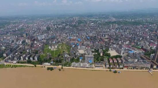 航拍湖南新化县城,长江支流资江穿城而过。新京报记者王飞 摄