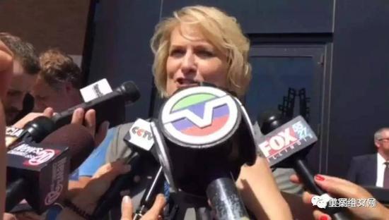 ▲聆讯后,联邦检察官办公室地区公共信息官Sharon Paul对媒体的讲话。 图片来自美国中文网