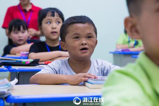 """江西男孩""""小马云""""范小勤到杭州补习。 浙江在线图"""