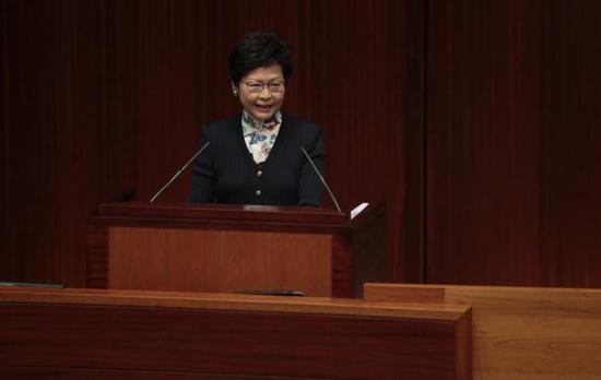 这是林郑月娥上任以来首次造访立法会。(图片来源:香港01)