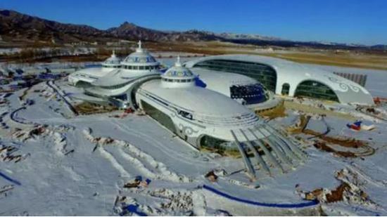 2月22日,正在建设中的内蒙古少数民族群众文化体育运动中心。
