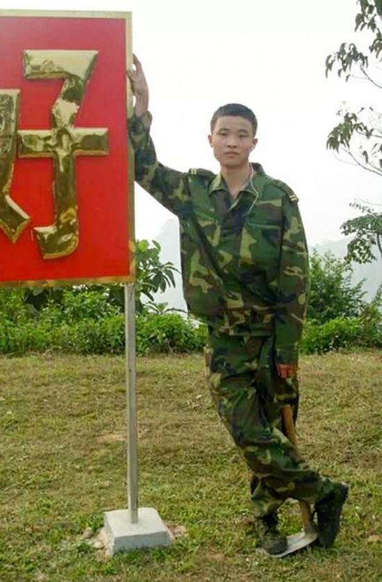 当兵时的徐前凯(受访者供图)