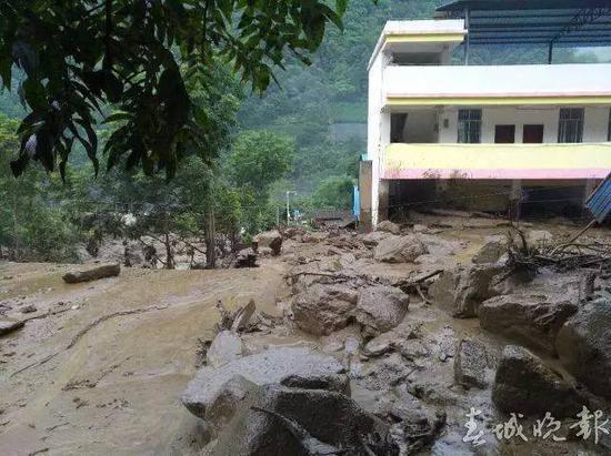 细心村民发现泥石流前兆 救全村180多人