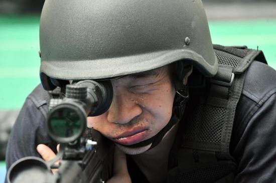 虹口特警支队队员举行静态射击演练。