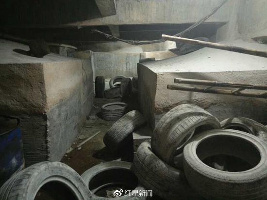 2011年挖坑用于存放轮胎的情况