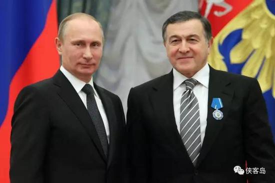 普京和老阿加拉罗夫