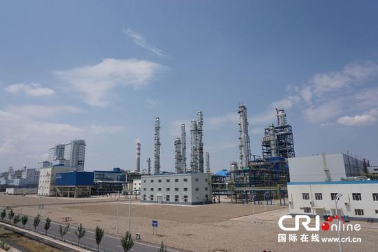 伊泰化工有限责任公司120万吨/年精细化学品项目的装置。摄影:徐艺源页