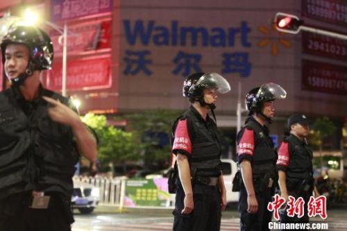 图为深圳警方已封锁现场,案件正在进一步侦破中。 钟新 摄