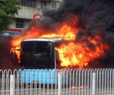 南昌北京西路一公交车自燃