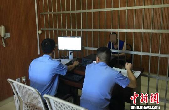 图为:嫌疑人林某被提审。 江山公安供图 摄