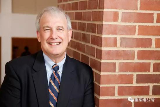 ▲史蒂芬·贝克特(J。 Steven Beckett)律师加入法援团队。