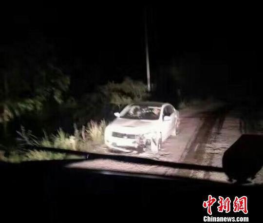 寻查到肇事车辆并查扣(荣县警方 供图)