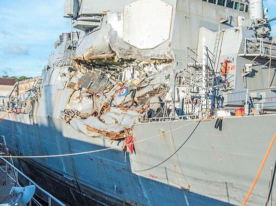 """受损的美国海军""""菲茨杰拉德""""号驱逐舰。 本文图片均为新华社 图"""
