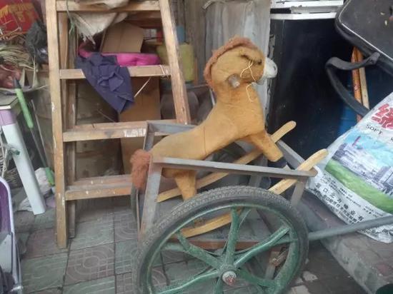 郭子萱的玩具木马,它已失去了主人。新京报记者 高敏 摄
