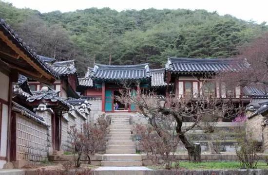 韩国著名的儒家古迹陶山书院 资料图