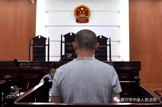 今年5月3日,嘉兴市中院再次开庭审理此案。