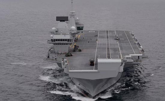 """图:英国最新航空母舰""""伊丽莎白HMS""""号"""