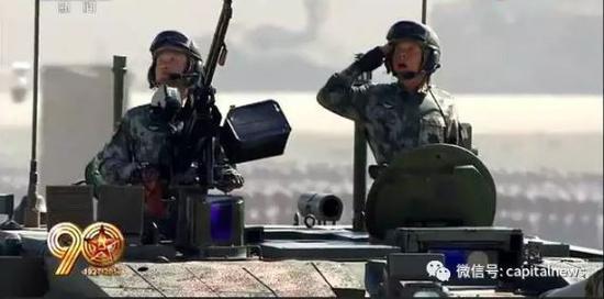姚旺少将(右)