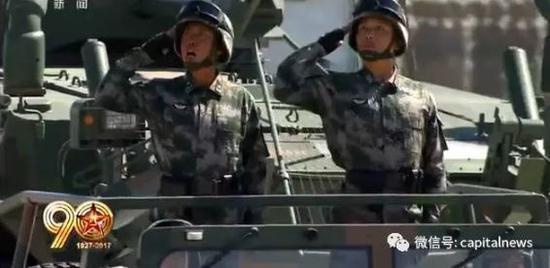 李志忠少将(左)