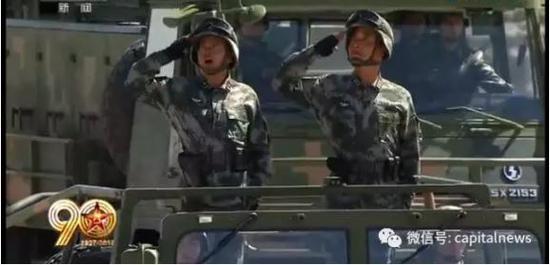 付文化少将(左)