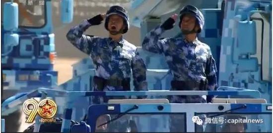 刘子柱少将(左)